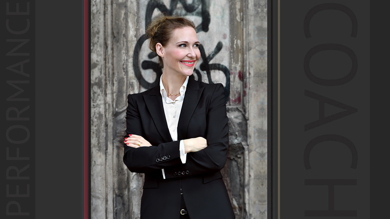 Jessica Wahl ist der Performance Coach in Berlin, mit Techniken aus dem Sprechtraining, Bewerbungstraining, Kommunikationstraining, Rhetoriktraining, RhetorikCoaching, Mediencoaching, Bewerbungscoaching, Job Coaching Berlin